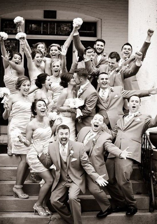 best-wedding-day-group-photo-idea-ever-1