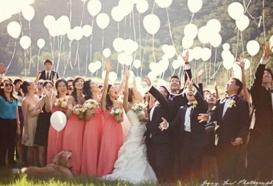 great-group-photos-for-outdoor-wedding